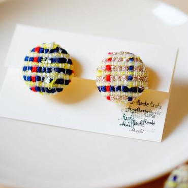 手織り生地でカバー。コロンとした形が可愛いくるみピアス(イヤリングもあります)シルバーネイビー