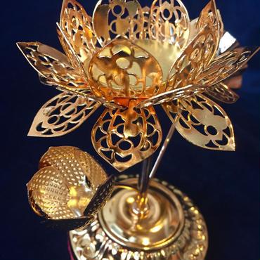 幸運の象徴「蓮(ハス)のキャンドルスタンド」