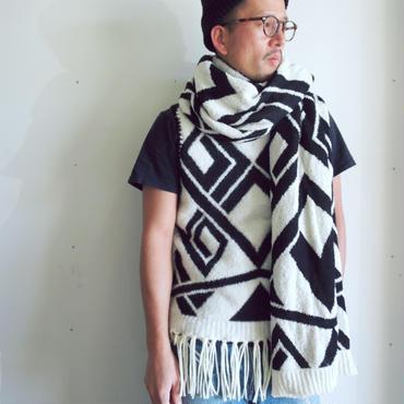 Geometric stole_wide&long < Black / White >