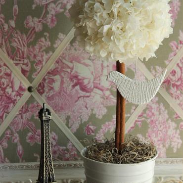 アンティークホワイトの紫陽花のトピアリー