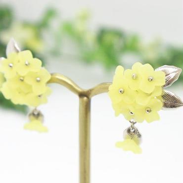 金属アレルギー対応*優しい黄色のお花ビーズが揺れるイヤリング(ピアスも可)y142