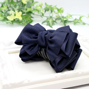 挟むだけで可愛くなれる紺色リボンのバンスクリップbc23