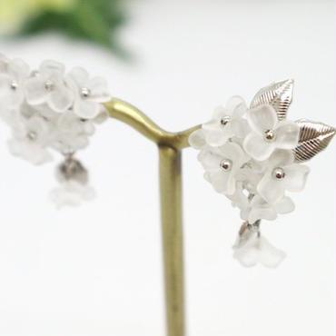 金属アレルギー対応*半透明の涼しげなお花ビーズが揺れるイヤリング(ピアスも可)y143