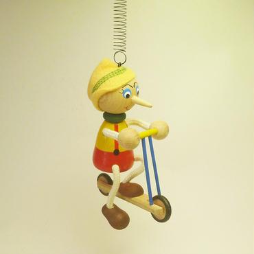 チェコのおすわり人形  スクーターバイクピノキオ