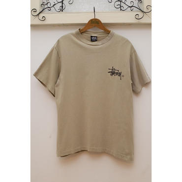 STUSSY 90'S ロゴプリントTシャツ <OLIVE>