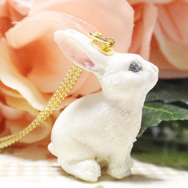 ホワイトウサギハートネックレス★ゴールドガーリー☆