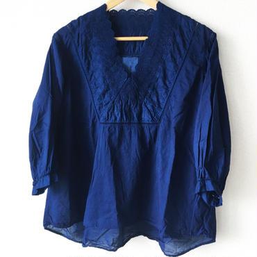indigo-dyed v-neck blouse / 03-7208003