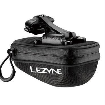 LEZYNE POD-CADDY M QRマウント付きのサドルバッグ。ワンタッチで脱着可能。