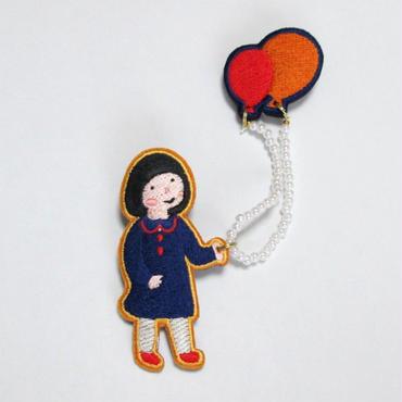 刺繍ブローチ「風船女子」