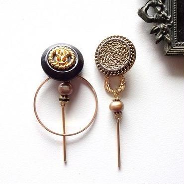 vintageブラックゴールドボタンアシメピアス/イヤリング