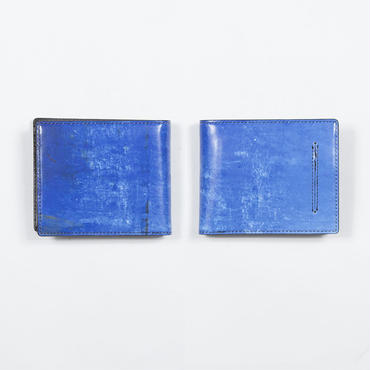 ブルーのプラ容器 2つ折財布
