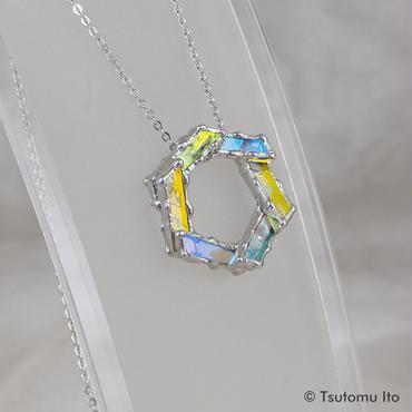細密ステンドグラス 六角形のペンダント