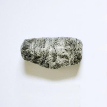 「とあるおもちゃ屋の窓ガラスを割った石。」ici / No.109, 澁木智宏, ウール100%