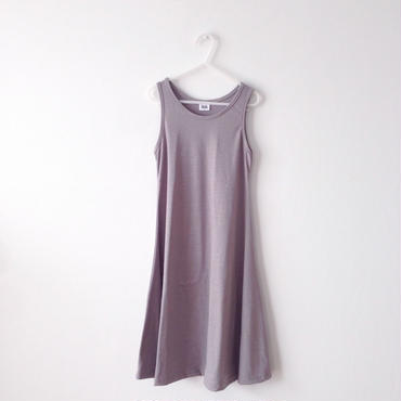 sleeveless long one-piece (light gray)