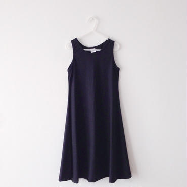 sleeveless long one-piece (black)