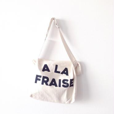 """【再々入荷】""""fraise"""" shoulder  bag"""