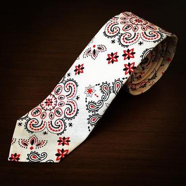 白ペイズリー柄ネクタイ