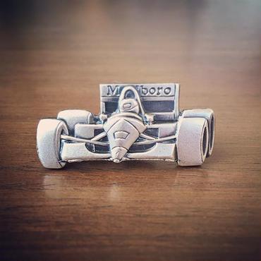 F1のネクタイピン