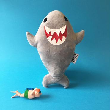 手作りぬいぐるみ(サメ)  / Terri Leahy (音が鳴ります)