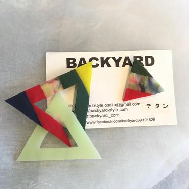 BACKYARD  立体三角ピアス