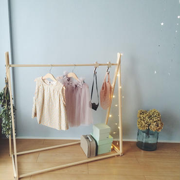 kids hanger rack + stars