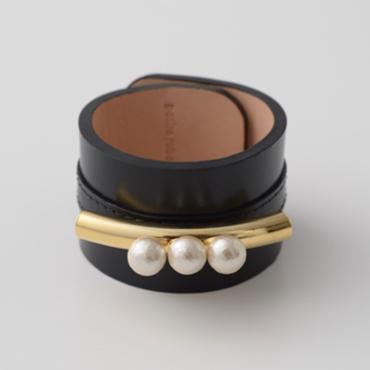 petite robe noire コットンパールと真鍮のレザーバングル