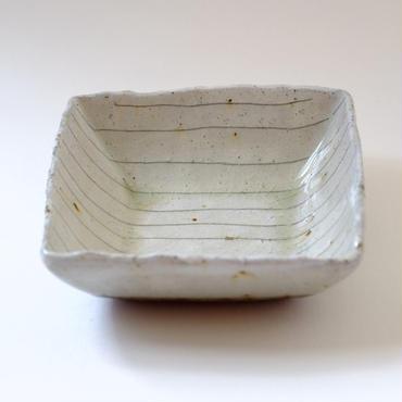 ガラス釉線刻角皿