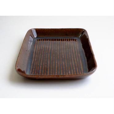 鉄釉しのぎ皿