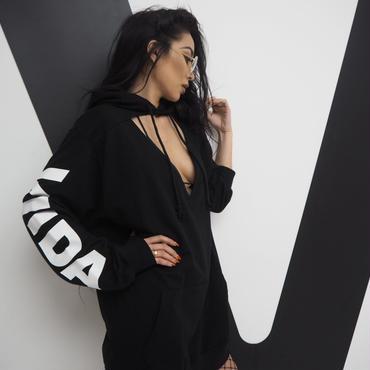 胸開きフーディー(black)