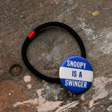 "Message Pin Hair Elastic ""Snoopy Is A Swinger"""
