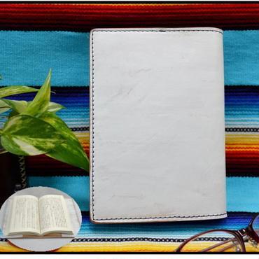 ブックカバー 文庫本サイズ 牛革 ヌメ革 白色かすれ A6判 18062701