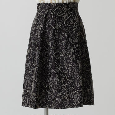 エンブロイダリーシルクスカート(ブラック)
