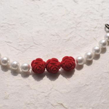 赤い薔薇とコットンパールの羽織紐