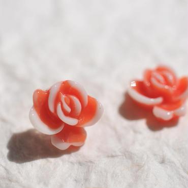 レトロなお花のピアス