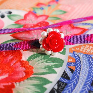 赤い薔薇とパールの帯留
