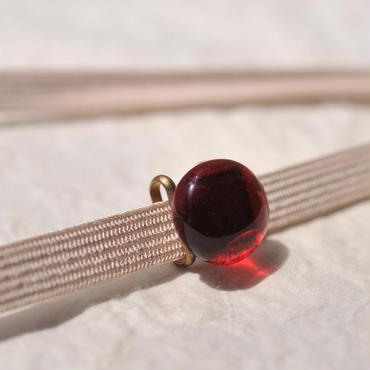 豆ガラスの帯留(赤)