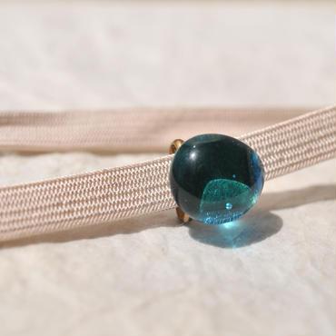 豆ガラスの帯留(水色)