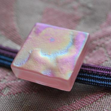 箔スリガラスのスクエア帯留(桜貝色)