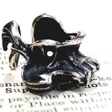 烏堂 カラスの第一頚骨 イヤーカフ 黒×銀