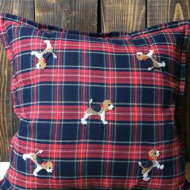 ビーグル刺繍クッションカバー赤タータンチェック