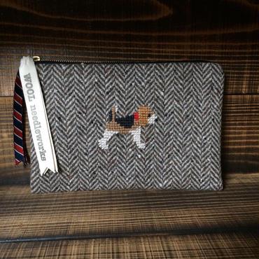 ビーグル刺繍ヘリンボーン生地フラットポーチ