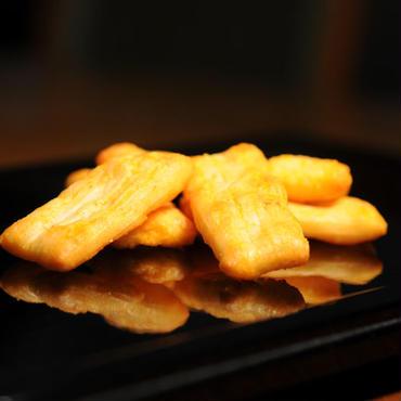 山崎屋特製 あられ おかき 国内産もち米使用 海老チーズチリ味(70g入り)