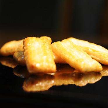 山崎屋特製 あられ おかき 国内産もち米使用 かつおだし味(70g入り)