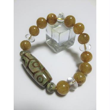 亀甲九眼天珠と薬師珠とゴールドルチルと水晶のブレスレット