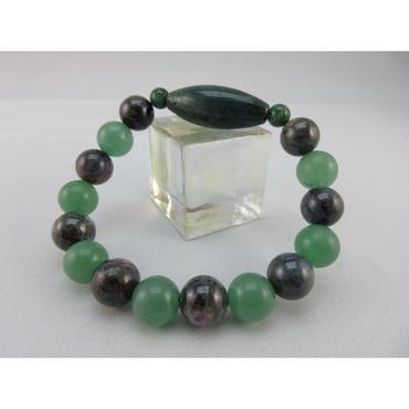天珠型緑瑪瑙とスギライトとグリーンアベンチュリンと緑瑠璃のブレスレット