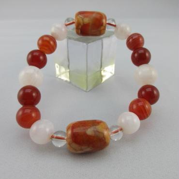 水紋天珠とムーンストーンと赤瑠璃と赤縞瑪瑙と水晶のブレスレット