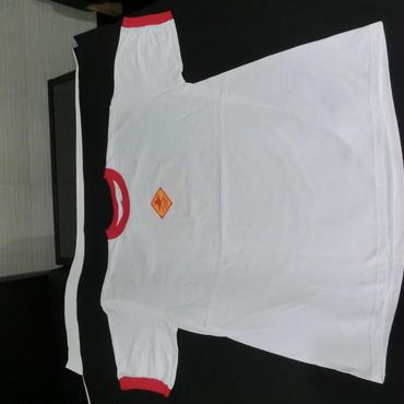 白 真中ワンポイント 袖口・襟赤、バックプリント