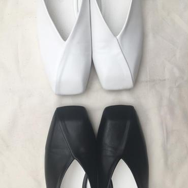 <受注商品>6月12日昼12:00までのオーダー可能。square cut flat shoes (22.5〜25cm)