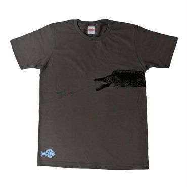 胴体を前後にまたぐ太刀魚Fishing!Tシャツ