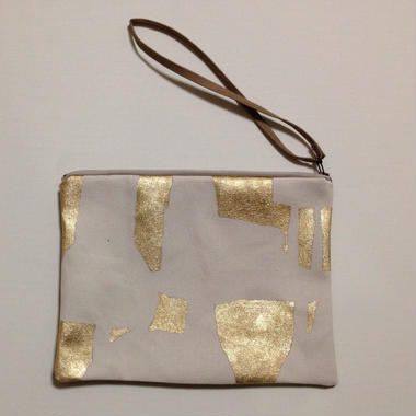 Clutch bag gold on white1